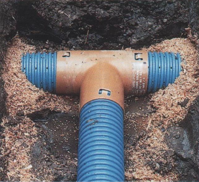Укладка дренажных труб на даче